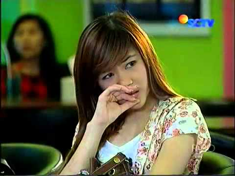 Anisa Chibi Dilema by Anisa Gitar @ SCTV 25 12 2011   YouTube