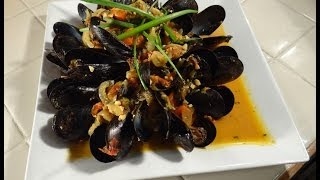 Mussels With White Wine ,saffron, And Fresh Tomato