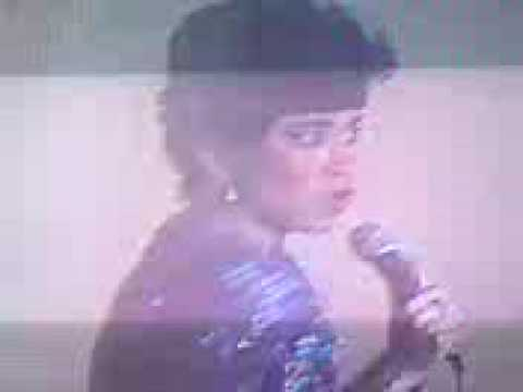 Anita Sarawak-  Anita & Broery Hari Raya Show -Early 80'sTragedi Buah Apel (live)