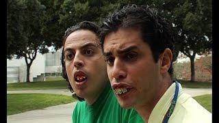 שני חברים עם בעיית שיניים מחפשים חברה. עופר ומאור