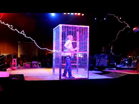 Adam Savage does ArcAttack! - Maker Faire 2011 (HD)