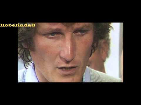 Two fingers to the press - Bob Willis in 1981 fires back