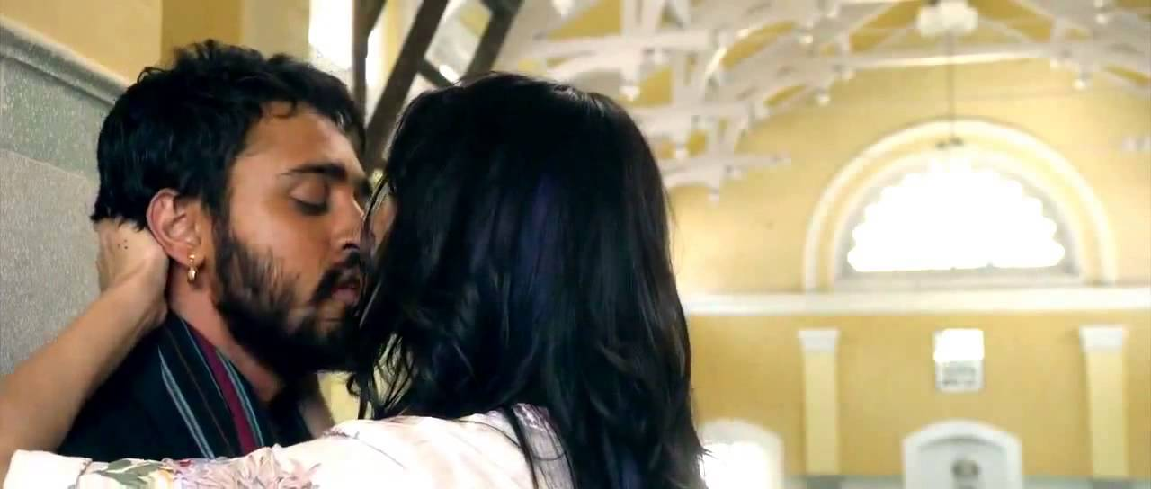 Anushka Sharma Hot Kissing Scene From Matru Ki Bijlee Ka -6939