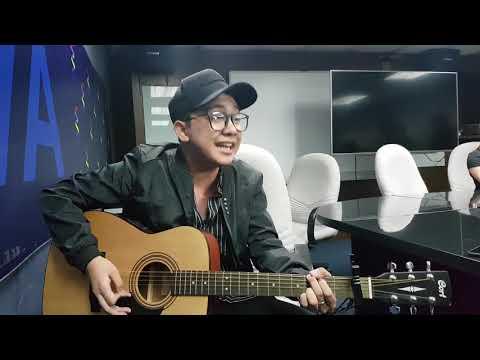 Former Ex-Battalion member John Roa shares his deleted lyrics of Hayaan Mo Sila;create song 4 JaDine
