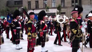 Gambar cover Pipers Playing Scotland The Brave Mini Military Tattoo City Square Dundee Scotland