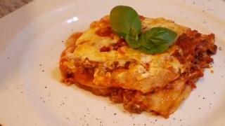 مذاق لا يقاوم 👌لازانيا الإيطالية الأصلية كما تحضر في أفخم المطاعم وصلصة بولونييزي وسر تحضييرها 👍👍