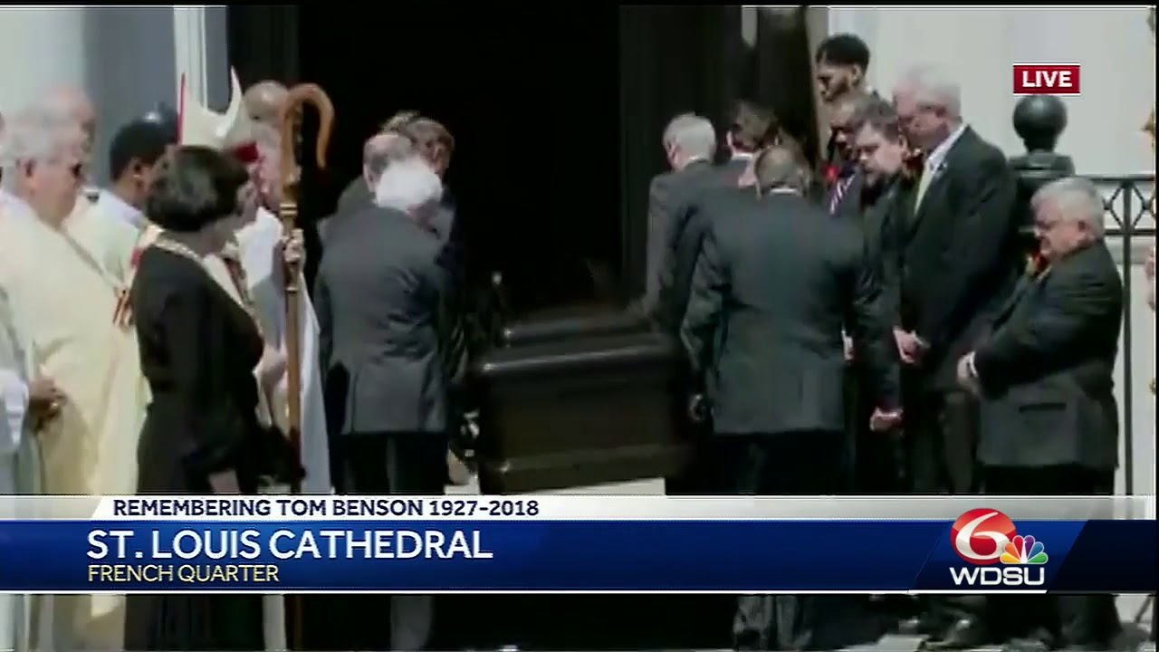 casket-carrying-tom-benson-arrives-at-st-louis-cathedral