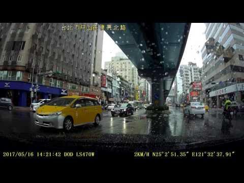 3台計程車 違規左轉