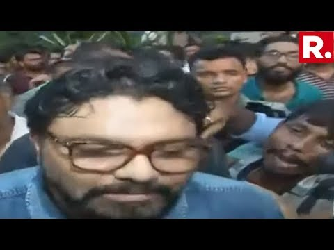Union Minister Babul Supriyo Heckled & Abused At Jadavpur University