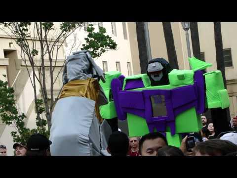 BotCon 2011 - Grimlock versus Devastator!!!