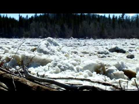 加拿大黑伊河瀑布的甦醒 The Waking Up of the Hay River Falls, Canada.