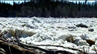 加拿大黑伊河瀑布的甦醒 The Waking Up of the Hay River Falls, Canada.