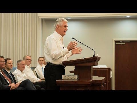 President Uchtdorf Speaks to Mormons in Houston After Hurricane Harvey