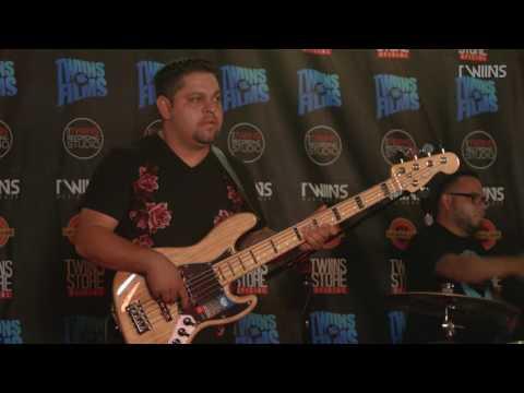 Los Favoritos  - Corrido De Corridos  - En vivo -  Lyrics