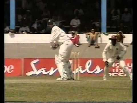 Courney Walsh vs Mike Atherton  all 17 test dismissals in order SUPERB BOWLING!