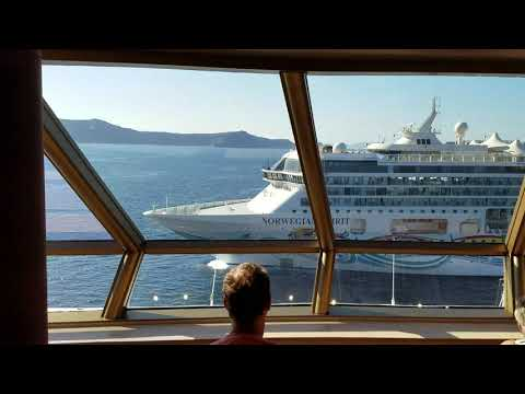 Almost a collision by 2 cruise ships (Norwegian Spirit and MS Westerdam) in Santorini, Greece on Sep