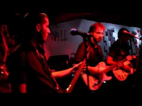 UnosVagabundos - I Fought The Law cover (in Spanish) @ NuestroBar, Medellin, Colombia
