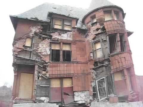 Amazing Detroit Urban Decay Right Before Your Eyes