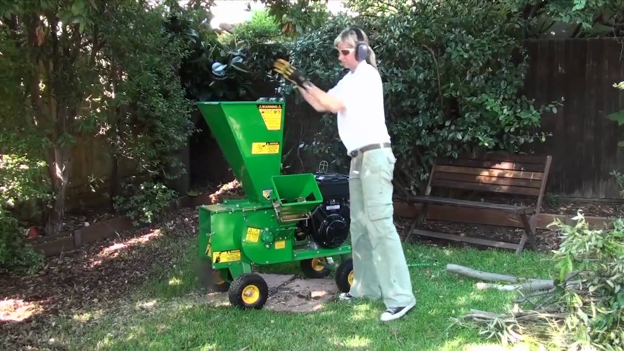 garden chipper mulcher shredder in backyard youtube. Black Bedroom Furniture Sets. Home Design Ideas