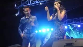 Siti Badriah dicium penonton pria , begini reaksinya...