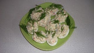Фаршированные яйца с крабовыми палочками, сыром и зеленью