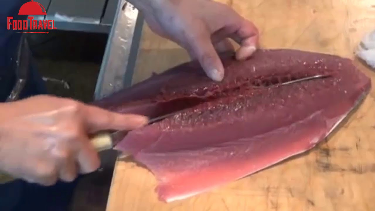 Japanese Street Food - BLUEFIN TUNA CUTTING SHOW / Tuna  Sashimi