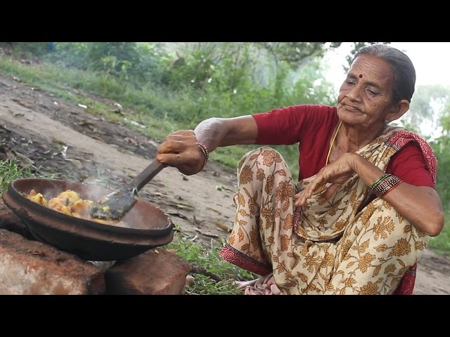 Spicy Potato Recipe in Grandma's Village Style || Country Street Food