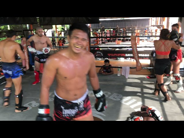 Pro Muay Thai fighters sparring @ Tiger Muay Thai July 2021