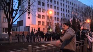 видео Как титушки около Академии внутренних войск активистов разгоняли