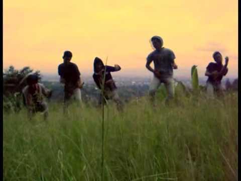 Kita Tanyakan Kepada Rumput Yang Bergoyang Band.flv