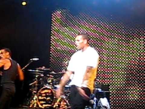 Chris Brown dancing to Pon De FloorMajor Lazer @ Nokia Theater, NY