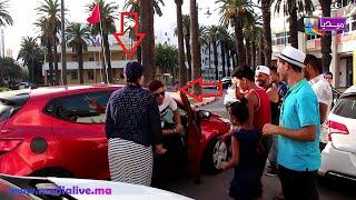 شاهد كيف  تعامل ايهاب امير مع معجبة طلبت منه صورة وهو  داخل سيارته على وشك المغادرة