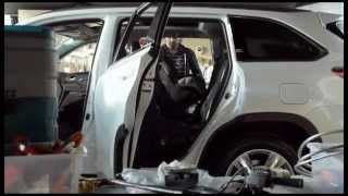Социальная реклама - Изобретательный папа - Установка детского автокресла в машине.