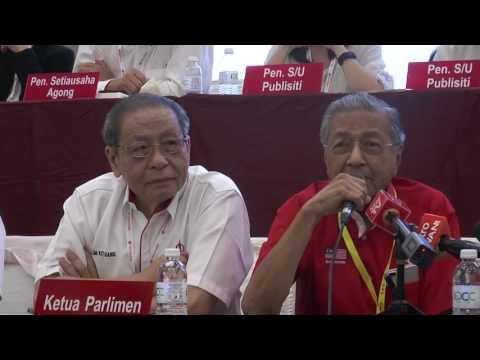 """Tun Dr Mahathir: """"Kali pertama saya hadir di mesyuarat besar DAP"""""""