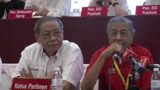 """(18.5 MB) Tun Dr Mahathir: """"Kali pertama saya hadir di mesyuarat besar DAP"""" Mp3"""