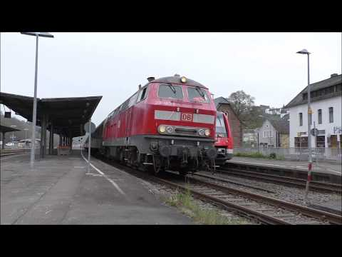 DB 218 483-6 mit Centralbahn Sonderzug in Gerolstein mit Motorstart/-stop, Makro und mehr...