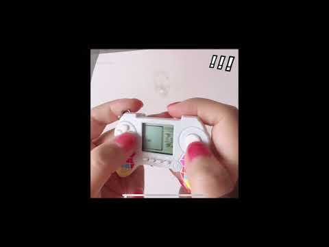 手柄遊戲機 手把遊戲機 掌上型遊戲 鑰匙圈 鑰匙扣 掛飾 吊飾 手機吊飾 創意復古迷你俄羅斯方塊 兒童益智玩具禮物 懷舊