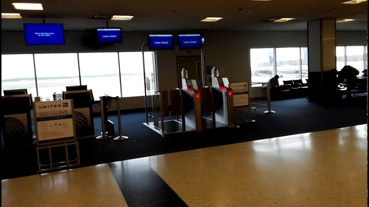 HD IAH Detail Look At United Airlines New Auto Boarding