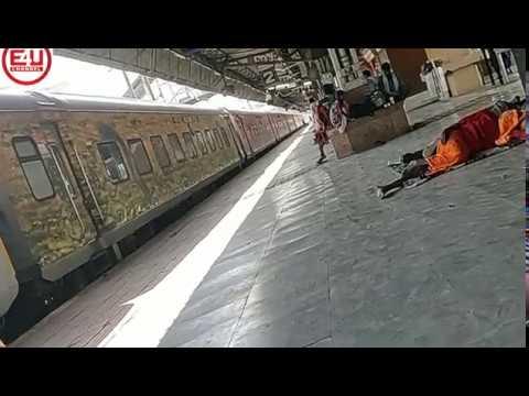 PAWAN Express at Allahabad Railway Station:IRFCA/MSTS