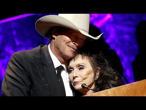 Loretta Lynn Tributes Alan Jackson During Surprise Hall of Fame Appearance