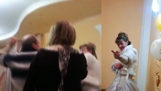 Отец бьет невесту жениха! Русская свадьба!