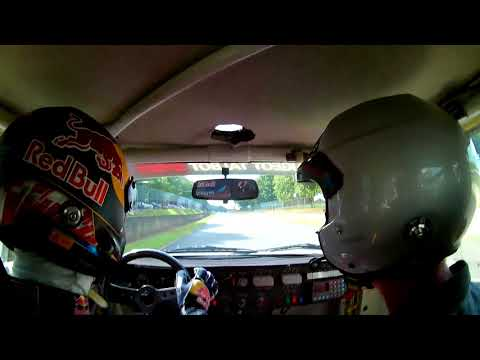 Onboard avec Sébastien Loeb en 205 T16 à Montlhéry