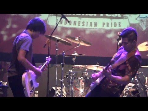 Sheila On 7 - Pejantan Tangguh ( LIVE ) At JakCloth Mei 2016