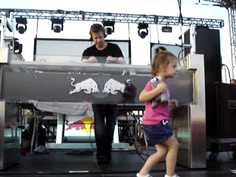 Ferry Corsten - Sunset 2006 - little dancer