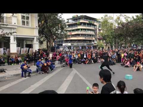 Hanoi street performance - music and dance