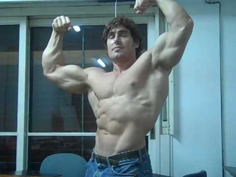 IN MADRID MAY 5 TO MAY 16, 2013 DIEGO PERSONAL TRAINER ARGENTINA posing muscle bodybuilding