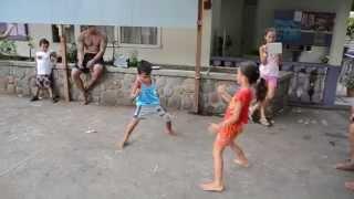 Orideck a Hakamaii avec les enfants..Trop chou ces enfants des vallées..