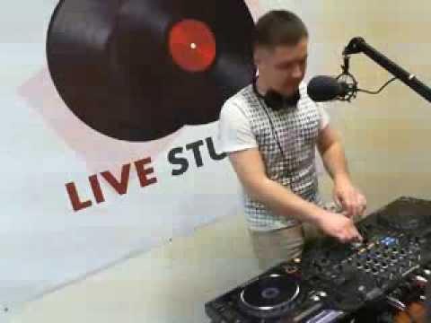 Livestudio 98 3fm@Denis Stark Broadcasting LIVE on Justin tv 19 12 13