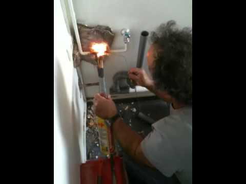 plombier paris devis plombier paris paris 11 au 01 83 64. Black Bedroom Furniture Sets. Home Design Ideas