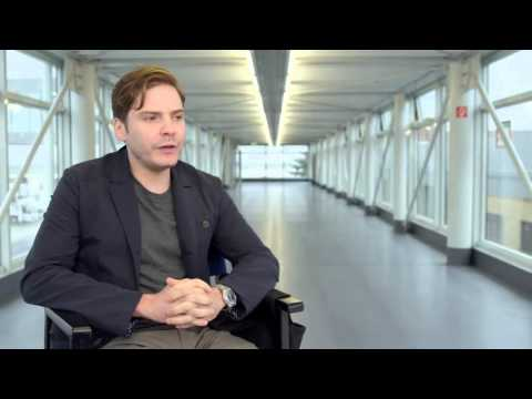 Daniel Brühl - Captain America : Civil War ( Interview )